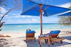 Setzen Sie Restpavillion in der Gili Insel, Trawangan auf den Strand lizenzfreie stockfotografie
