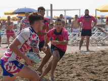 Setzen Sie Rugby Rosolina 2016 auf den Strand - setzen Sie Kerlteam auf den Strand Lizenzfreies Stockfoto