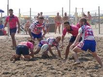 Setzen Sie Rugby Rosolina 2016 auf den Strand - setzen Sie Kerlteam auf den Strand Stockfotos