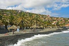 Setzen Sie in Santa Cruz, Madeira-Insel, Portugal auf den Strand lizenzfreies stockfoto
