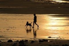 Setzen Sie Spaß auf den Strand lizenzfreie stockfotografie