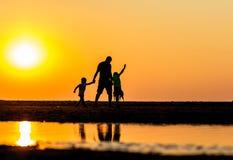 Setzen Sie Spaß während wärmsten Septembers in 100 Jahre auf den Strand Stockfotografie