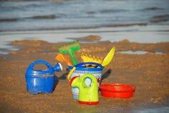 Setzen Sie Spielwaren 2 auf den Strand Lizenzfreies Stockbild