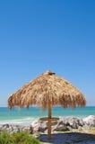 Setzen Sie Stab-Hütte auf den Strand Lizenzfreie Stockfotografie