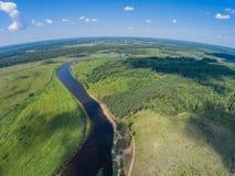 Setzen Sie u. x22; Island& x22; u. x28; guardians& x29; Hier ein Halt für Kayakers Der Fluss Mologa Stockfoto