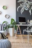 Setzen Sie, um zu Hause zu arbeiten lizenzfreie stockbilder