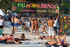 Setzen Sie vor der Vollmond-Partei in Insel KOH Phangan, Thailand auf den Strand Lizenzfreies Stockfoto