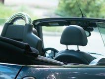 Seu cabriolet é estacionado perto de sua casa Fotos de Stock Royalty Free