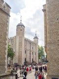 Seu Royal Palace e a fortaleza de majestade da torre de Londres Imagens de Stock Royalty Free