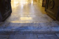 Seuil poli dans l'église de Hagia Sophia Photos stock