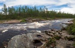 Seuil sur la rivière Image stock