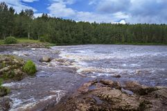 Seuil sur une rivière Photographie stock libre de droits