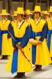 Los músicos coreanos tradicionales congriegan el traje de la flauta Fotos de archivo