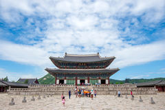 SEUL, COREA DEL SUR - 17 DE JULIO: Turistas que toman las fotos Imagen de archivo