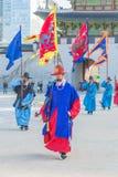 SEUL, COREA DEL SUR - 30 de octubre de 2015: La marcha Changi del soldado Fotografía de archivo
