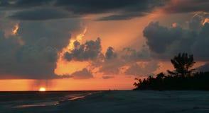 Seul coucher du soleil avec la pluie Photographie stock libre de droits