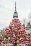 SEUL - 28 DE MARZO: Candados del amor en la torre de N Seul Fotos de archivo libres de regalías