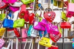 SEUL - 28 DE MARZO: Candados del amor en la torre de N Seul Imagen de archivo