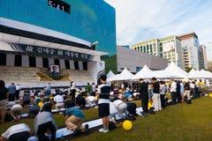 Żałobnicy Kim Dae Jung pomnik Wędkujący Seul Korea Zdjęcie Stock