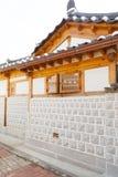 SEUL KOREA, SIERPIEŃ, - 09, 2015: Unikalni domy Seochon Hanok wioski resedential teren w Seul, Południowy Korea Zdjęcia Stock