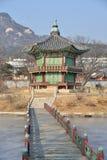 SEUL KOREA, STYCZEŃ, - 06, 2014: Hyangwonjeong w Gyeongbok pala obrazy stock