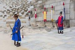 SEUL, PAŹDZIERNIK - 21, 2016: Pałac strażnik przy Seul pałac w Ko Fotografia Royalty Free
