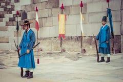 SEUL, PAŹDZIERNIK - 21, 2016: Pałac strażnik przy Seul pałac w Ko Zdjęcie Stock