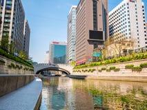 Seul Południowy Korea, Kwiecień, - 16, 2018 Turysta wizyty Cheonggyecheon strumienia miejsce przeznaczenia w Seul, Południowy Kor Zdjęcie Royalty Free