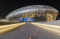 SEUL POŁUDNIOWY KOREA, Marzec, - 29: Dongdaemun projekta plac, projektujący sławnym architektem Zaha Hadid na Marzec 29, 2015 w S Zdjęcie Stock
