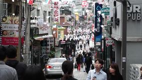 SEUL POŁUDNIOWY KOREA, PAŹDZIERNIK, - 09, 2017 ludzie chodzi w itaewon okręgu zdjęcie wideo