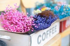Seul Południowy Korea, Sierpień, - 09, 2015: Cudowni bukiety kwiaty w kwiatu sklepie przy Dong, Seul, Południowy Korea Fotografia Royalty Free