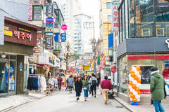Seul Południowy Korea, Mar, - 8, 2016: Hongdae teren, Hongik na Marc Obrazy Stock