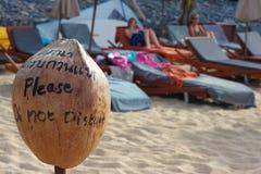 Seul signe de plage de noix de coco Images libres de droits