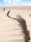 Seul sur une plage tranquille Images libres de droits