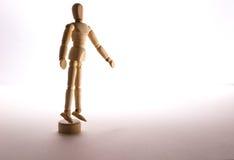 Seul un support simple d'homme de poupée dans la solitude Photographie stock