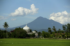 Seulawah mountain and mosque Royalty Free Stock Images