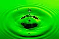Seule baisse verte de l'eau Images libres de droits