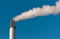 Seule cheminée fumeuse Images libres de droits