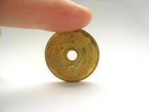 Seule pièce de monnaie avec le trou à l'intérieur Image libre de droits