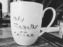 Seulement café régulier noir et blanc image stock
