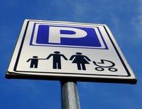 Seulement signe de stationnement de famille Photo stock