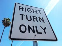 Seulement signe tourne-à-droite Photos libres de droits