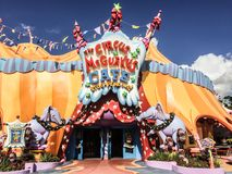 Seuss land på universella studior i Orlando, FL fotografering för bildbyråer