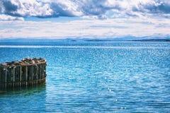 Sevan湖和白色云彩蓝天在一个晴天,亚美尼亚 免版税库存照片