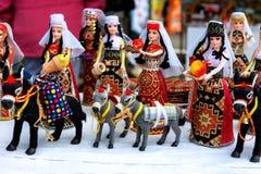 Sevan, Armenien - 25. September 2016: Die armenische alte Puppenandenken, die vom Stoffgewebe in den nationalen Kostümen gemacht  Lizenzfreies Stockfoto