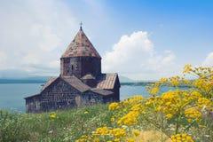 Sevanavank是塞凡湖,格加尔库尼克省岸的一个修道院省 观光在亚美尼亚 塞凡湖,山看法  免版税库存照片
