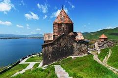 Sevanavank es un complejo monástico situado en una península en la orilla del noroeste del lago Sevan en el Geghark'unik' fotografía de archivo libre de regalías