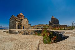 SEVANAVANK monaster, ARMENIA - 02 2017 SIERPIEŃ: Sławny Sevanavan Zdjęcia Stock