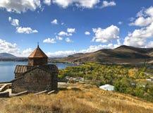 Sevanavank & Sevan sjöhalvö, Armenien Arkivbild