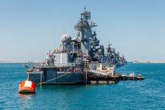 SEVASTOPOL, CRIMEIA - 9 DE MAIO: Parada dos navios de guerra Fotografia de Stock Royalty Free